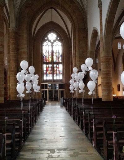 Kirchendekoration mit Latexballons
