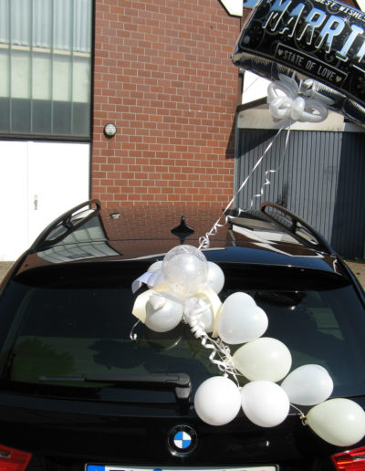 Autodekoration zur Hochzeit