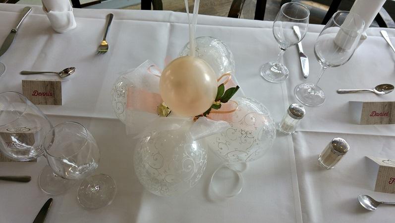 Tischdekoration (Latexballons und Stoffblümchen) | 15€/Stk.