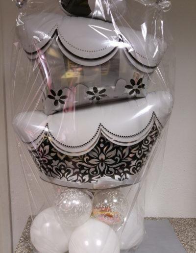 Hochzeitstorte Folie auf Balloncluster | 25€