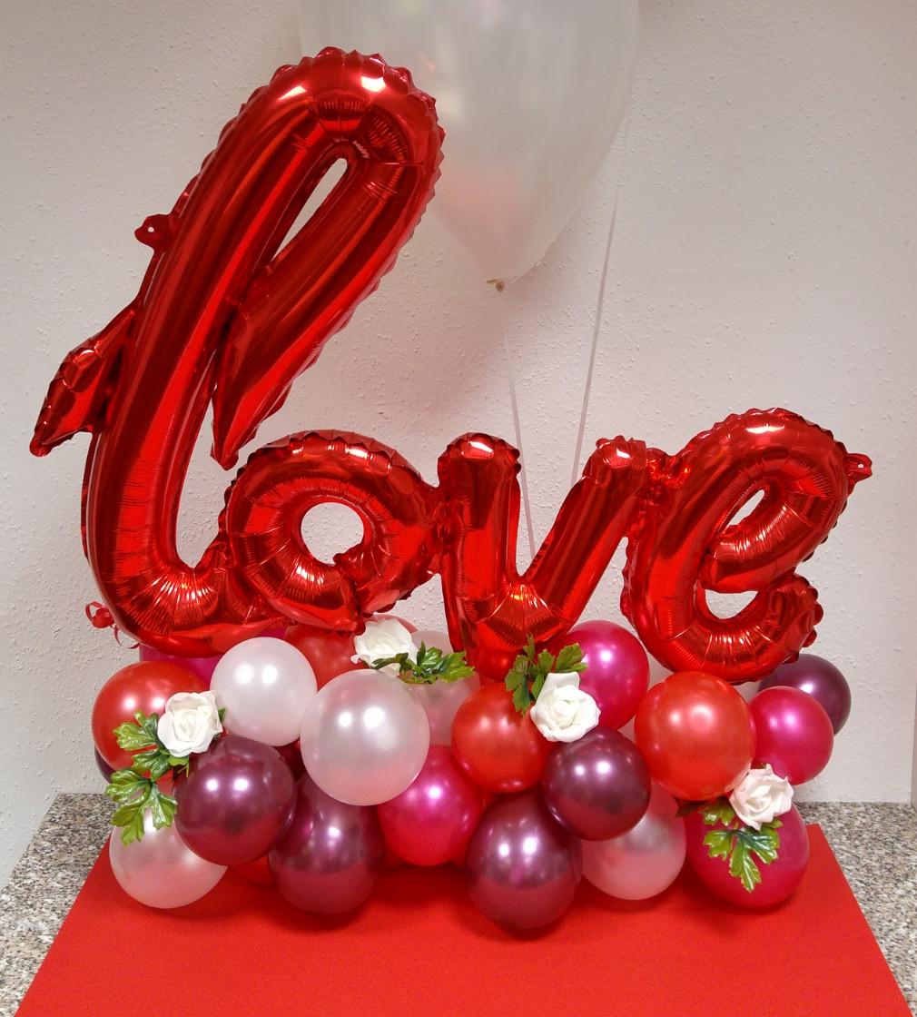 Tischdekoration mit folien und latexballons je nach for Innendekoration kurse