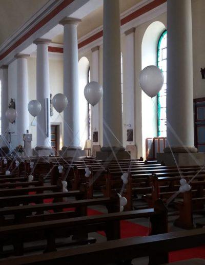Kirchendekoration mit 40cm Ballons