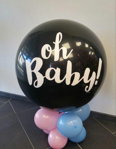 Inn 90cm exploder mit ca 20 Ballons innendrin und einer Menge Konfetti  49€€