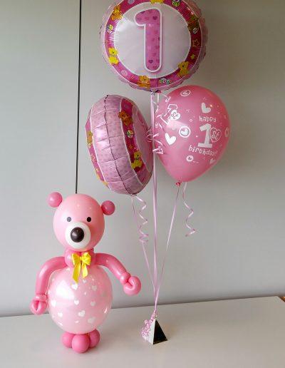 Figuren aus Ballons. Teddy 25€, Folienballons a 7,50€, Latexballon 3,50€